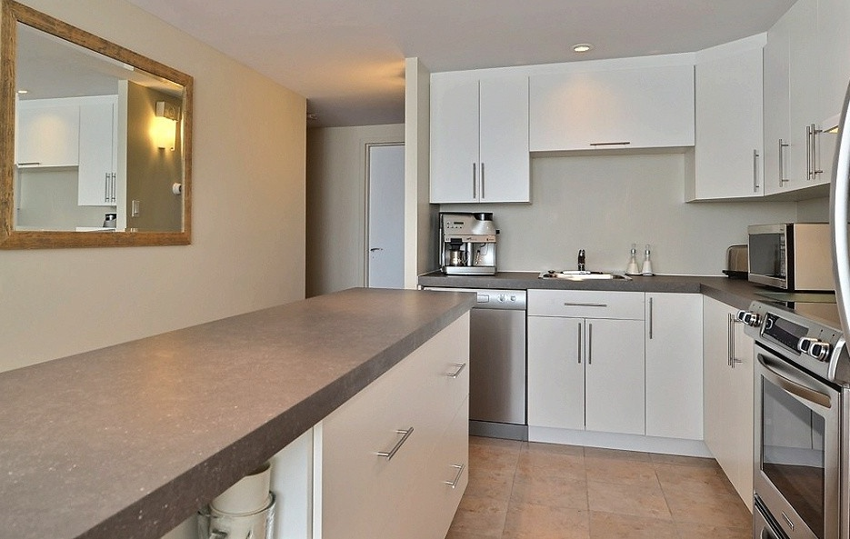 High-Rise Apartment for rent at 350 Chemin Sainte-Foy, bureau 1803, Québec City, QC. This is the kitchen with tile floor and stainless steel.