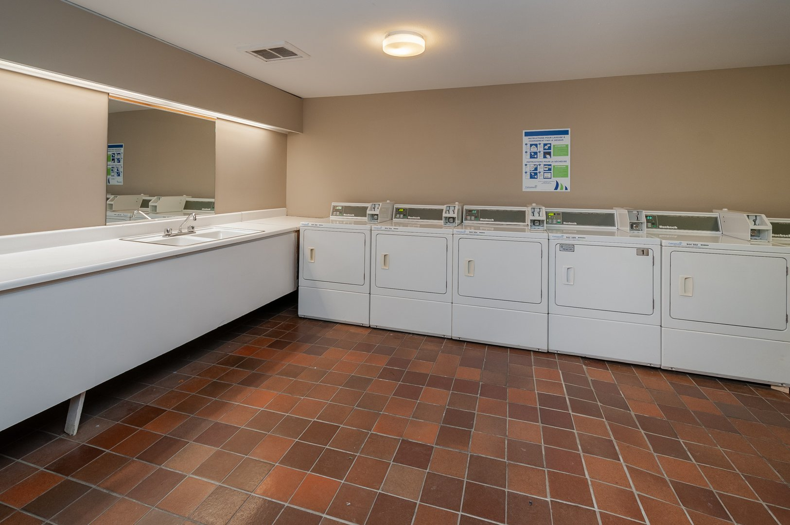 High-Rise Apartment for rent at 350 Chemin Sainte-Foy, bureau 1803, Québec City, QC. This is the laundry room with tile floor and natural light.