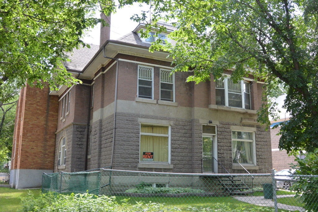 Apartment for rent at 1503 Victoria Ave, Regina, SK. This is the front of the house.