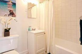 Apartment for rent at 372 Lafontaine Street, Vanier, ON. This is the bathroom.