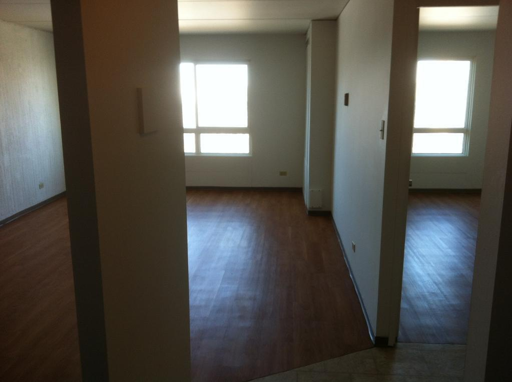 Bachelor for rent at 360 Cumberland Ave, Winnipeg, MB. This is the empty room with natural light and hardwood floor.