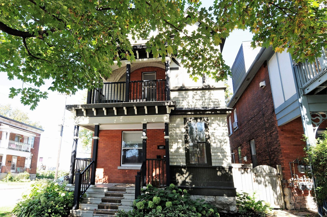 607 MacLaren Street in Ottawa, ON
